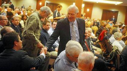 600 Penn State alumni vent to president Erickson on scandal