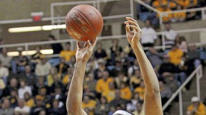 Pitt forward Robinson's defense will be put to test at WVU