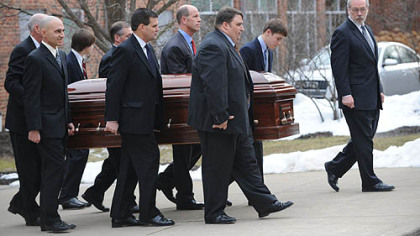Thousands pay final respects as Paterno procession passes