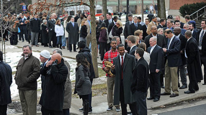 Growing crowd waits patiently to say goodbye to Joe Paterno