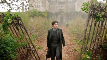 'Woman in Black' a few frights short of scary