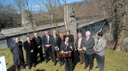 Democrats urge governor to fix state roads, bridges