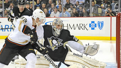 Penguins fall to Ducks, 2-1