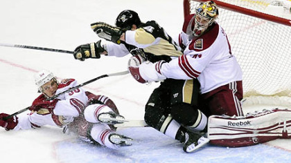 Penguins beat Coyotes for sixth win in a row