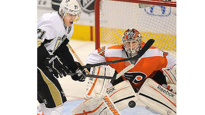Evgeni Malkin eyes up the rebound against Flyers goalie Sergei Bobrovsky.