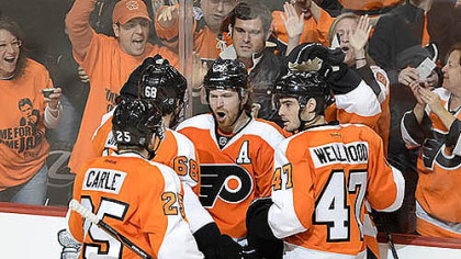 Claude Giroux, center, celebrates after scoring 32 seconds into Game 6 Sunday in Philadelphia.