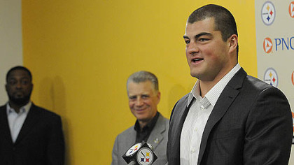 Steelers' No. 1 draft pick David DeCastro speaks to the media at Steelers headquarters.