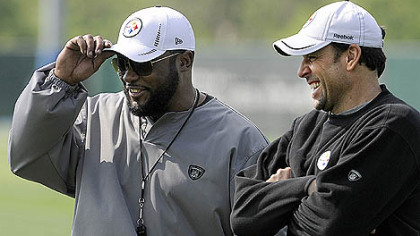 Steelers head coach Mike Tomlin talks with offensive coordinator Todd Haley during rookie mini-camp.