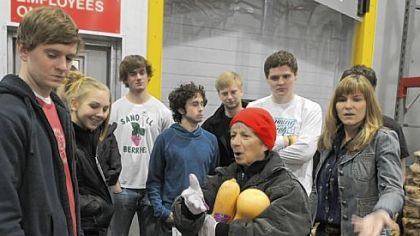 Jeanne Scardamalia talks to Western Pennsylvania students attending the University of Notre Dame  as they tour the Pittsburgh Community Food Bank.