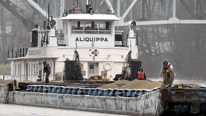 The Aliquippa approaches Consol Energy's West Elizabeth terminal.