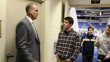 Bilas gives some career advice to Pete Blais, a radio reporter and University of Pittsburgh junior.