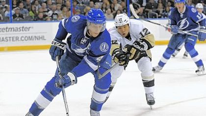 Lightning center Vincent Lecavalier controls the puck ahead of right wing Richard Park in the first period Sunday in Tampa, Fla. The Penguins won, 6-3.