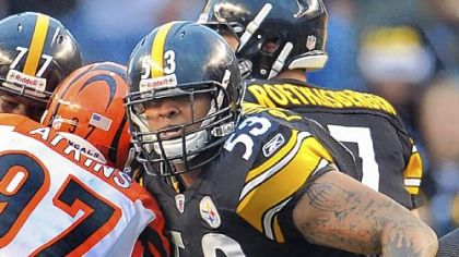 Steelers center Maurkice Pouncey blocks against the Bengals.