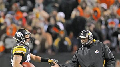 Mike Tomlin congratulates Hines Ward after Ward caught his 1,000th career reception.