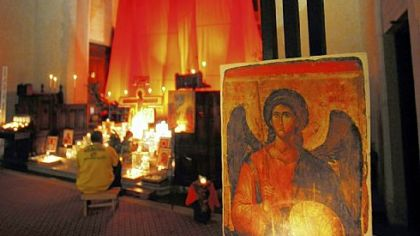 Icons and candles, above right, are all part of Taize prayer services at East Liberty Presbyterian Church.