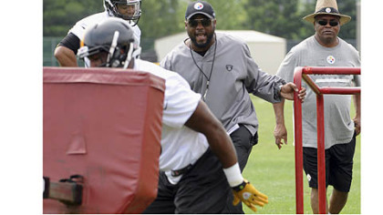 Head coach Mike Tomlin and assistant head coach and tight ends coach James Daniel (right) watch tight end Jamie McCoy in a blocking drill.
