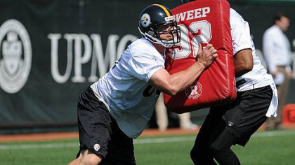Heath Miller, left, goes up against fellow tight end Wes Lyons in a blocking drill Wednesday at the Steelers&#039; South Side practice facility.