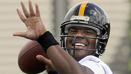 Steelers quarterback Byron Leftwich works out during OTAs on the South Side Tuesday.