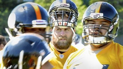 Veteran Brett Keisel watches rookies go through defensive line drills Wednesday on the second day of the Steelers minicamp.