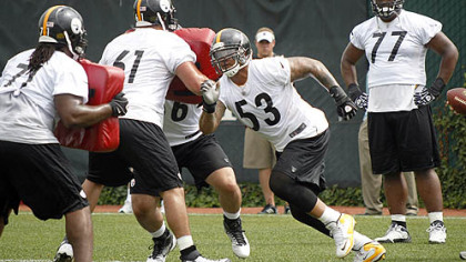 Steelers center Maurkice Pouncey takes part in blocking drills with the offensive line Tuesday.
