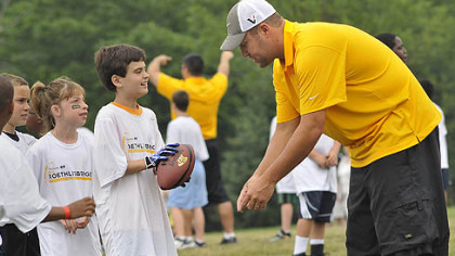 Ben Roethlisberger gives instructions to youths during workouts at his football camp at Seneca Valley High School.
