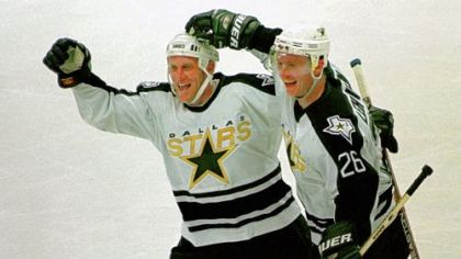 The Dallas Stars&#039; Brett Hull, left, and Jere Lehtinen.