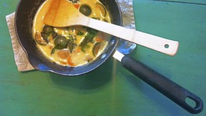 Phurit Saengthong-aram also prepared green curry with Thai eggplant and chicken.