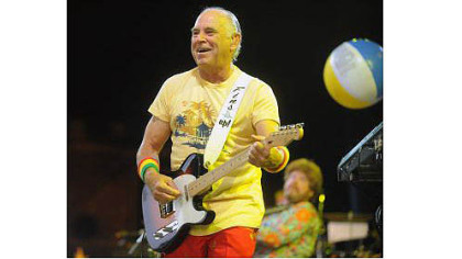 Jimmy Buffett creates a tropical vacation atmosphere for fans Thursday at First Niagara Pavilion.