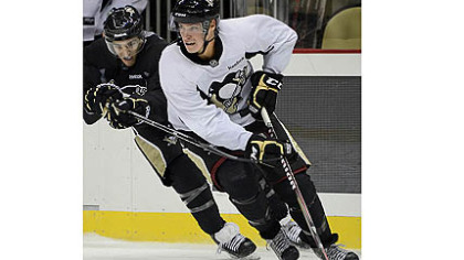 Beau Bennett, the Penguins&#039; first-round draft pick in 2010, turns the corner against Kenny Agostino in the scrimmage Saturday that concluded the team&#039;s annual prospect camp at Consol Energy Center.