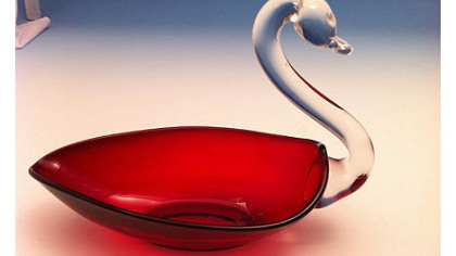 A ruby swan candy dish made by Duncan & Miller Glass Co. The company&#039;s museum in Washington, Pa., will hold a show, sale and auction of rare pieces at the Washington County Fairgrounds on Saturday and Sunday.