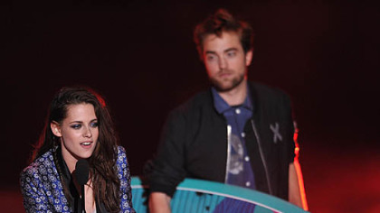 Kristen Stewart and Robert Pattinson accepted the award for Ultimate Choice at the Teen Choice Awards on July 22.