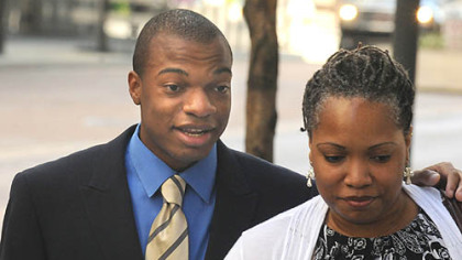 Jordan Miles and Terez Miles enter the Federal Courthouse Tuesday.