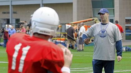 Penn State football coach Bill O&#039;Brien works with the quarterbacks in practice Thursday.